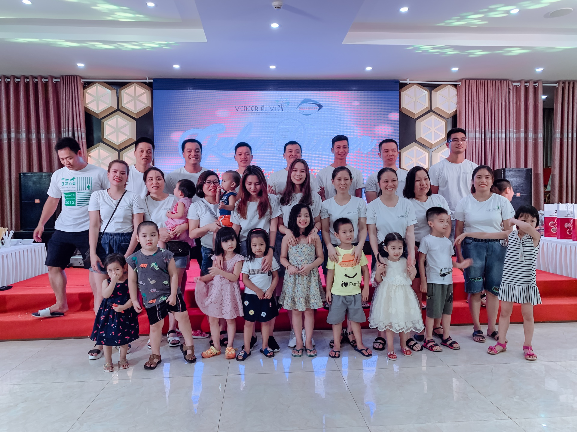 Tổ chức du lịch biển cho cán bộ nhân viên công ty Veneer Âu Việt